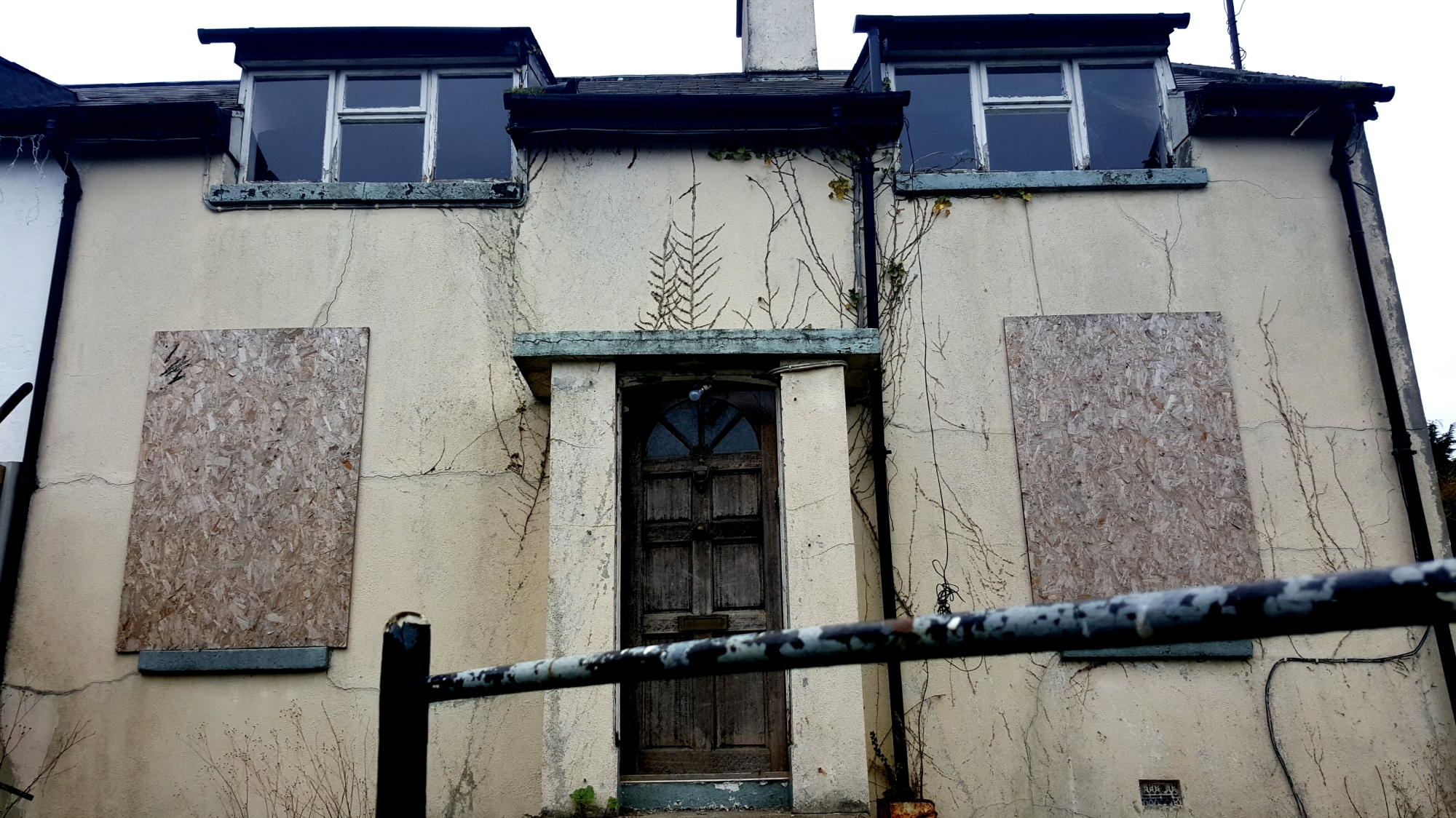 Abandoned House, Enniskerry (Ireland) - Derelict World Photography - Lainey Quinn